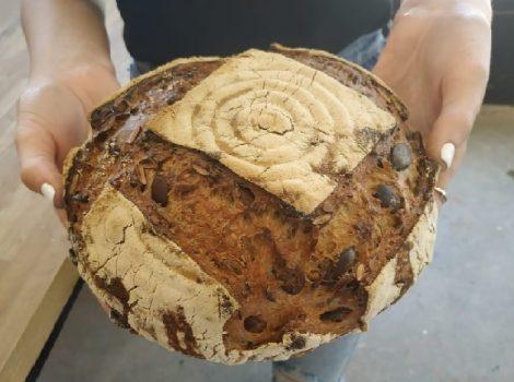 לחם חיטה וגרעינים