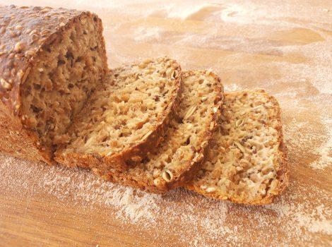 לחם קמחים מלאים וחיטה מונבטת